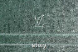 LOUIS VUITTON Porte documents Portfolio cuir taïga vert vintage (52759)