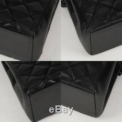 Sac Chanel Vintage en cuir d'agneau noir et chaîne Bakélite en très bel état