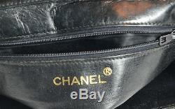 Sac bandoulière cuir matelassé CHANEL. Leather shoulder bag. Vintage. Bon état