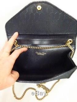 Sac pochette DIOR 1970 noir en cuir et toile porté épaule VINTAGE