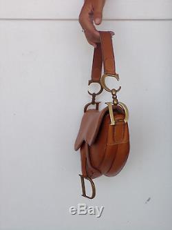 Sac selle, christian DIOR saddle, cuir noir, parties métal argentées, vintage