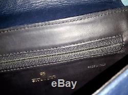 Sac vintage GIVENCHY en cuir bleu porté epaule tres bon etat